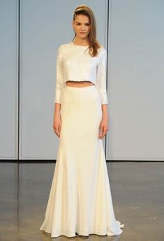 Este sutil conjunto con lentejuelas: | 36 vestidos de novia de dos piezas ultra glamorosos