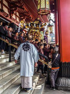 Asakusa Jinja Omikoshi Dosage 5/6 The last omikoshi (Sannomiya) is descending from Sensoji. After this the three omikoshi will be paraded around Sensoji and brought back to Asakusa Jinja shrine. #Asakusa, #Jinja, #dosage, #Sannomiya March, 18 2015 © Grigoris A. Miliaresis