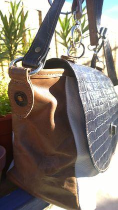 Bolso de cuero azul utrama, cuero visón y cuero blanco. Raiza handbags