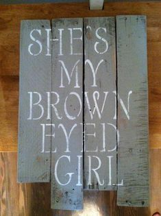 Pallet sign...this would be cute to have a saying for each other to sit on either side of the bed. Maybe with a photo too