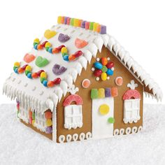 Cozy Candy Gingerbread House - This simple design is fun for the whole family! Everything you need to design this charming cottage comes with our Gingerbread House Kit. Cool Gingerbread Houses, Gingerbread House Designs, Gingerbread House Parties, Christmas Gingerbread House, How To Make Gingerbread, Hansel And Gretel House, Hansel Y Gretel, Christmas Cookie Jars, Christmas Time