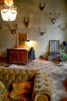 Savvy Southern Style: Decorating With.....Antlers