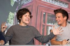 Interviewer: Harry, would u mind sharing with us the length of your schlong?  Harry: ^^^^  LOL how amazing would that be if it happened.