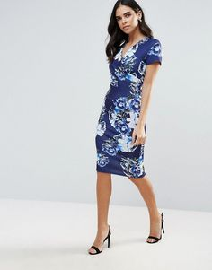 Get this Jessica Wright's midi dress now! Click for more details. Worldwide shipping. Jessica Wright Printed Midi Dress - Blue: Midi dress by Jessica Wright, Smooth stretch fabric, Floral print, V-neck, Wrap front, Zip-back fastening, Kick split, Close-cut bodycon fit, Hand wash, 95% Nylon, 5% Elastane, Our model wears a UK 8/EU 36/US 4 and is 168cm/5'6 tall. (vestido por la rodilla, rodilla, media pierna, medias piernas, media piernas, medias pierna, medio largo, por debajo de la rodilla…