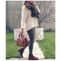 Outfit today! (todo otras temporadas excepto botines, tienda local)  #suiteblanco #stradivarius #zara #knitwear #wearing #ootd #outfit #outfitoftheday #look #lookbook #style #iger #instagramers #instablog #instablogger #fashionista #mylook #fashion #clothing #moda #fashiondaily #trend #trendy #instagood #instamood #instafashion #instastyle #instalook