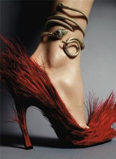 I want that anklet... the shoes are really weird... but it all kinda reminds me of a basilisk