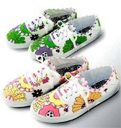 Decorate Your Tennis Shoes with Fabric Markers - Free Pattern! Fun Rainy Day Activities, Activity Days, Diy Fashion, Fashion Shoes, Runway Fashion, Fashion Trends, Shoe Makeover, Diy Clothes And Shoes, Tennis Gifts
