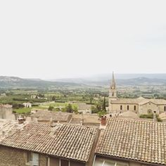 This picture doesn't do it justice, but had the most amazing view of #Provence for our dinner tonight in the charming hilltop village of Bonnieux #GWSinFrance #GWSinEurope #GWStravel #honeymoon