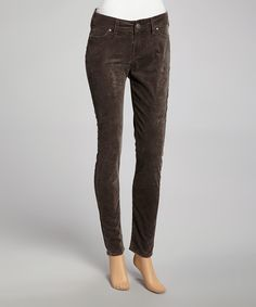These beloved jeans are casualwear must-haves, featuring a brilliant wash, a classic, figure-flattering silhouette and a stylishly comfortable fit.