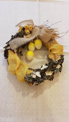veniec z prírodných materiálov , kôra, jutovina,vajíčka