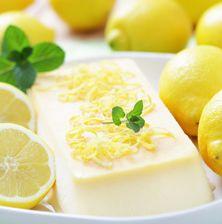 Δροσερό εύκολο και πλούσιο παγωτό με την φρεσκάδα λεμονιού και κυρίως χωρίς να χρειαστείτε παγωτομηχανή