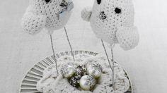 - Topo de bolo passarinhos de crochê  - Tamanho: 15 cm x 12 cm R$ 200,00