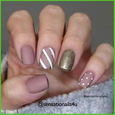 Nail Art Designs Videos, Gel Nail Designs, Simple Nail Designs, Shellac Nails, Gold Nails, Acrylic Nails, Cute Christmas Nails, Christmas Nail Designs, Christmas Design