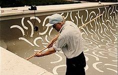 eytys:  David Hockney painting the interior of Andre Emmerichs pool, 1986.