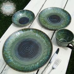 PC Blue Midnight with seaweed and Oatmeal on the rim 20 minute hold, natural cool down unloaded at 90 degrees click now for info. Thrown Pottery, Pottery Plates, Glazes For Pottery, Ceramic Pottery, Pottery Art, Ceramic Tableware, Ceramic Bowls, Ceramic Art, Stoneware