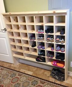 Giant shoe rack made out of discarded pallets emergency reader spotlight kristis diy shoe cubby solutioingenieria Choice Image