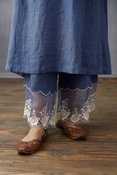 Salwar Pants, Pakistani Dresses Casual, Indian Fashion, Womens Fashion, Kurta Designs Women, Cotton Silk, Diy Clothes, Hand Embroidery, Lace Skirt