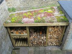 Ideas for the House DIY Sedum Log Store Dach Installing Cedar Roof Shingles When installing cedar ro Small Garden Cabin, Garden Cabins, Diy Log Store, Wood Store, Outdoor Firewood Rack, Firewood Storage, Small Garden Buildings, Bin Shed, Sedum Roof
