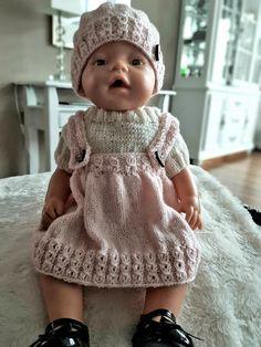 Dukkelise i nytt strikkesett. Mønster fra Viking får. Strikket i baby ull. Knitting Dolls Clothes, Doll Clothes, Knit Or Crochet, Crochet Baby, Doll Patterns, Knitting Patterns, Girl Dolls, Baby Dolls, Baby Born Clothes
