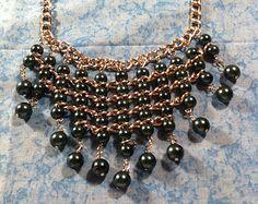 Collar babero de perlas por ElegantLovelies en Etsy