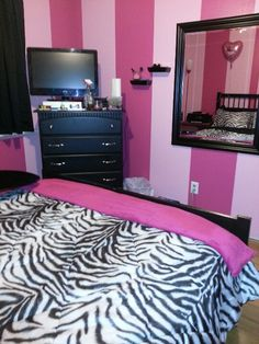 Only The Pink Striped Walls In The Walk   N   Cloest. {Reinds Me