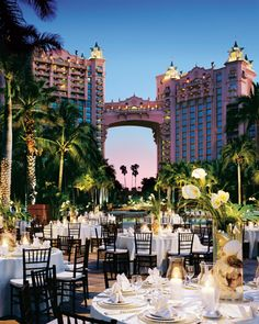 DREAM!!! if i were even nearly rich enough, oh baby, Atlantis wedding here i come!