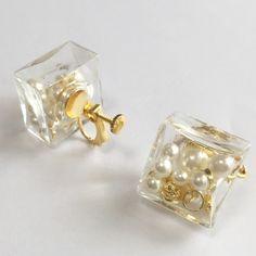 ガラスドームCUBEイヤリング*gold×Perl