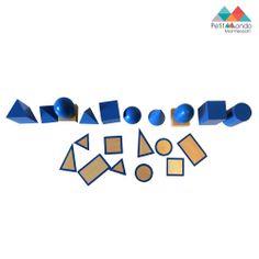 10 sólidos em madeira de cor azul, que incluindo a esfera, elipsóide, ovóide  prisma quadrangular, prisma triangular, cilindro, cubo, cone, pirâmide quadrangular e pirâmide triangular. Os tamanhos dos sólidos variam de 5cm a 11cm. Inclui as bases em madeira com uma linha de contorno azul. A criança pode também utilizar este material com os cartões de sólidos para download.