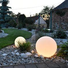 Ball light in the garden Landscape Lighting, Outdoor Lighting, Garden Balls, Modern Garden Design, Ball Lights, Backyard Projects, Plant Care, Garden Inspiration, Plants