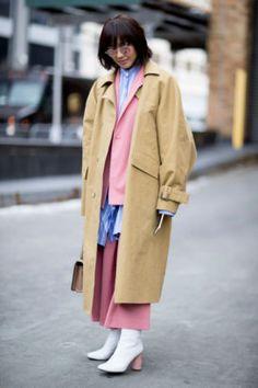 During #NYFW, stylish fashion girls looked pretty much perfect, despite freezing temperatures. #fashionweek #Newyork #coat