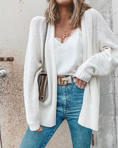 Winter white cardi and cami with blue jeans and Gucci belt Casual Winter Outfits, Winter Fashion Outfits, Autumn Winter Fashion, White Jeans Outfit, White Outfits, Blue Jeans, Retro Outfits, Trendy Outfits, White Belt