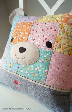 Sweet Bear Pillow by Anorina of SameliasMum pattern by nanaCompany - Kids Pillows - Ideas of Kids Pillows Memory Pillows, Baby Pillows, Kids Pillows, Patchwork Cushion, Quilted Pillow, Sewing For Kids, Baby Sewing, Quilting Projects, Sewing Projects