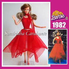 Essa é a primeira Barbie que ganhei, no natal de 1982. Claro que a boneca original não existe mais, ela foi posta nas mãos de uma criancinha que mal sabia brincar. Quando consegui outra foi um momento mágico!