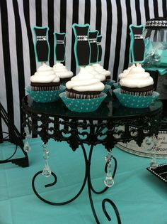 Cupcakes at a  Tiffany party #cupcakes #tiffanyparty