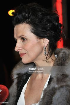 Photo d'actualité : Actress Juliette Binoche attends the 'Elles...