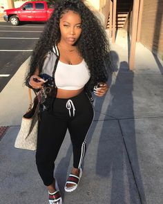 minus the purse Dope Outfits, Casual Outfits, Girl Outfits, Fashion Outfits, Black Girl Fashion, Teen Fashion, Fashion Killa, Everyday Outfits, Types Of Fashion Styles