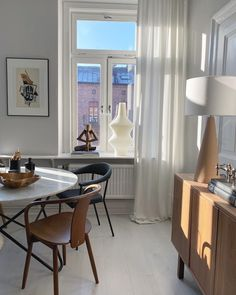 New York Studio Apartment, Retro Living Rooms, Living Styles, Contemporary Interior Design, Interiores Design, Decoration, Home And Living, Interior Inspiration, Interior Architecture