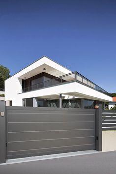 Portão de alumínio cinza para garagem