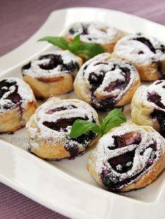Jagodzianki z ciasta francuskiego Doughnut, Catering, Cake Recipes, Food And Drink, Favorite Recipes, Sweets, Bread, Muffin, Baking