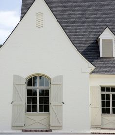 Exterior Paint Color Combinations - Room for Tuesday Exterior Paint Color Combinations, Exterior Color Palette, Exterior Paint Colors For House, Paint Colors For Home, Exterior Colors, Exterior Design, Stucco Exterior, Modern Exterior, Stucco Colors