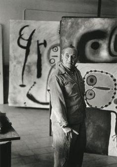 "Joan Miro por Henri Cartier Bresson en 1953.    Henri Cartier-Bresson Joan Miró 1953  ""I try to apply colors like words that shape poems, like notes that shape music."" Joan Miro"