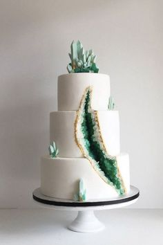 Geode Wedding Cakes Are the Next Big Trend ) ) How can you not love the modern coolness of this Wizard of Oz-esque geode cake creation. Pretty Cakes, Cute Cakes, Beautiful Cakes, Amazing Cakes, Bolo Geode, Geode Cake, Crazy Cakes, Fancy Cakes, Big Cakes