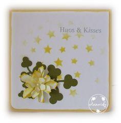 Kaart, 10,5 x 10,5 cm. Achtergrond gemaakt met SU Hearts and Stars mask