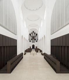 英国ロンドンの建築家John Pawson(ジョン·ポーソン)によって、ドイツはアウグスブルクに位置する1000年以上の歴史のあるサンモリッツ教会は再度生まれ変わった。