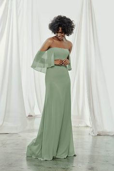 AMSALE is renowned for its exquisite simplicity & refined craftsmanship. See our full line of AMSALE bridesmaid dresses. Designer Bridesmaid Dresses, Bridesmaid Dress Styles, Mint Dress Bridesmaid, Bridesmaid Ideas, Evening Dresses, Prom Dresses, Wedding Dresses, Amsale Bridesmaid, Sheer Chiffon