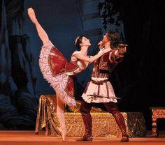 Natalia Osipova and Ivan Vasiliev in Le Corsaire  Bolshoi Ballet.  Photo (c) John Ross.
