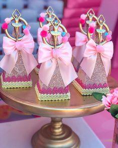 A imagem pode conter: sapatos Circus Theme Party, Party Themes, Aniversario Peppa Pig, Maria Valentina, Summer Fest, Ballerina Cakes, Chocolate Covered Oreos, Princess Birthday, Party Favors