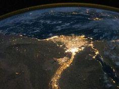 """""""Rio Nilo"""".  'Delta do Nilo'. Imagem noturna. Imagem da NASA, do Espaço."""