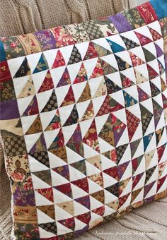 A little bit of autumn. Applique Cushions, Patchwork Cushion, Quilted Pillow, Quilting Tutorials, Quilting Projects, Quilting Designs, Sewing Projects, Diy Projects, Scrappy Quilts