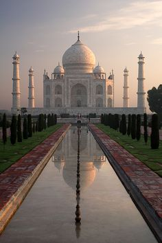 I saw this beautiful building with my own eyes... it is stunning... breath taking... sad about surrounding poverty in India